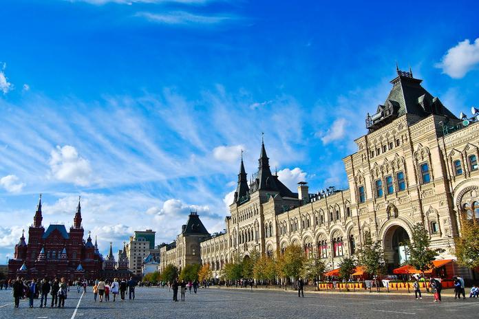 985d2118c87 Москва очень дорогой город – это уже практически прописная истина. Дорогой  он и в плане шопинга. Но если в ближайшее время у вас нет возможности  отправиться ...